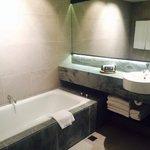 Bathroom, large, clean, modern