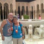 Los hermanos cubanos en el patio de los leones (Lérida y Fernando)