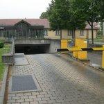l'ingresso del parcheggio