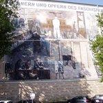 Murales dietro l'albergo