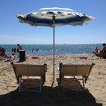 Spiaggia privata attrezzata disponibile gratuitamente per i clienti