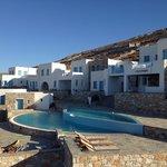 La piscina dell'hotel accanto (in uso anche per gli appartamenti)
