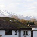 Distant Hills met de besneeuwde bergen erachter
