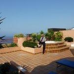 Jacuzzi en la terraza de la habitacion