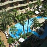 la piscine vue de notre chambre au 8 étage