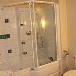 Nice Jacuzzi Shower & Tub