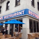 Great food!! Can't go to NYC without going to see the front used in the Seinfeld episodes!!!��