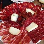Plato de embutidos y queso