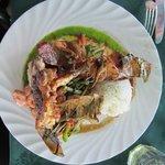 Grillade de poisson, crevette et langouste