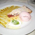 Rhubarb crumble & ice cream