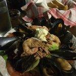 Meeresfrüchte Salat .. Alleine kaum zu schaffen .... Lecker ...