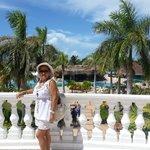 En la terraza del Hotel, al fondo piscina central