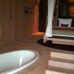 Garden suite Bath tub