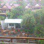 从我们阳台望出去的景象,当时刚好阵雨。