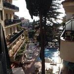 Uitzicht vanuit de toegang naar de hotelkamers.