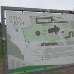 Pisa San Rossore駅側から入ると赤丸に