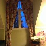 Bellissima camera ma con una grande pecca: questa bellissima finestra ha un' apertura limitata d