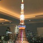 東京タワーの照明を楽しみながらの食事。