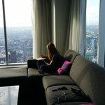 Dans le séjour... 73ème étage