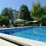 La piscina y el bar de la piscina