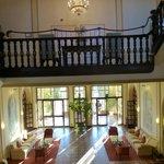 El hall y entrada del hotel