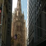 Trinity Church depuis Wall Street