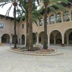 Внутренний дворик - из него получаются красивые фото собора
