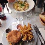 Burger et pâtes carbonara