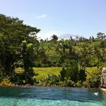 Vue sur le mont Agung depuis l'une des piscines