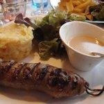 """Andouillette """"ficelle"""" de Bretagne purée fourchette sauce poivre"""