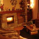 La cheminée dans le coin salon