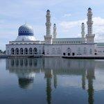 很美的水上清真寺....