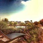 На бплконе тоже можно с комфортом принимать солнечные ванны