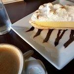 Lemon pie y café doble.