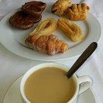 Desayunando...��