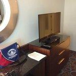 Nice flat-screen TV & desk area