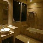 浴室也很寬敞