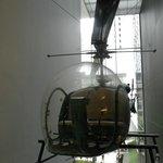 Un hélicoptère dans la MoMa