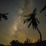 肉眼看時只看到很明亮的白色銀河,透過相機竟然看到五光十色的銀河,美極了!