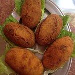 Crocchettone di patate ripieno con prosciutto e mozzarella