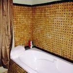 Beautiful bathroom- room 14