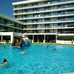 Springkussen in het zwembad :))