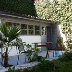 jardin et terrasse devant le SPA