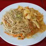 große Portion Thai-Red-Curry mit Nudeln 5,50€