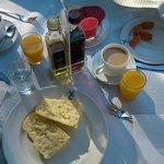 Un rico desayuno, el pan muy bueno