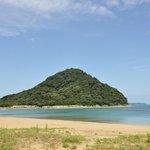 菊ケ浜海水浴場と指月山
