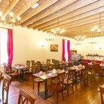 Salle petit déjeuner CERISE Carcassonne