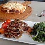 Quality food, chicken livers ans cheesy garlic bread