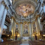 """La bóveda principal con el fresco titulado """"La gloria de San Ignacio"""""""