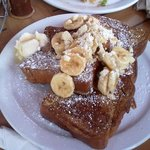 french toast with mac nuts and banana